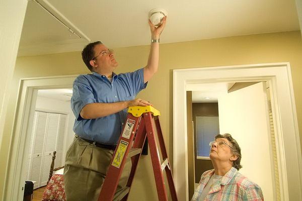 Этап монтажа пожарной сигнализации в квартире