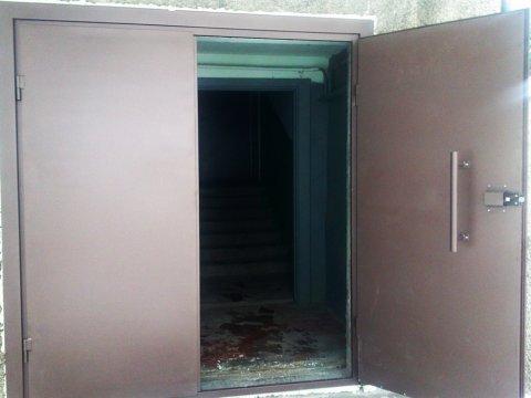 Заземление подъездных дверей